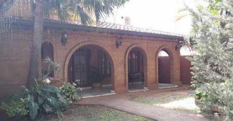 Exepcional Residencia De 1.267 M2 Sobre Médicos Del Chaco