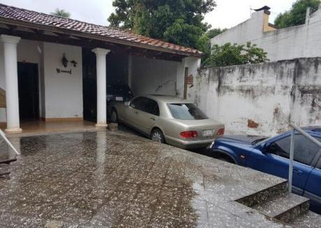 En Venta Propiedad A 2 Cuadras De La Avda. Gral. Santos Y 3 Cuadras De La Avda. Fernando De La Mora.