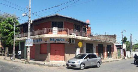 En Alquiler: Departamento En Planta Alta Con Local Comercial En Planta Baja.