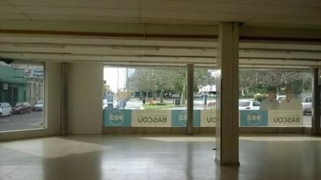 Local Comercial En Venta - Alquiler En Mercedes, Soriano