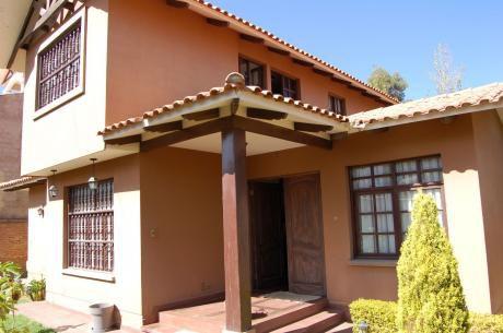 Casa En Venta Tiquipaya A Una Cuadra De La Av. Ecológica