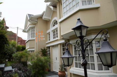 Casa Amoblada En Alquiler: Condominio Privado