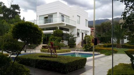 Hermosa Mansión En Tiquipaya