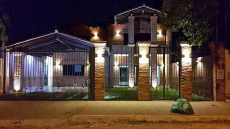 Vendo Amplia Casa. Mburucuya. 4 Habitaciones En Suite