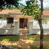 Vendo Amplia Casa En Barrio Los Laureles.