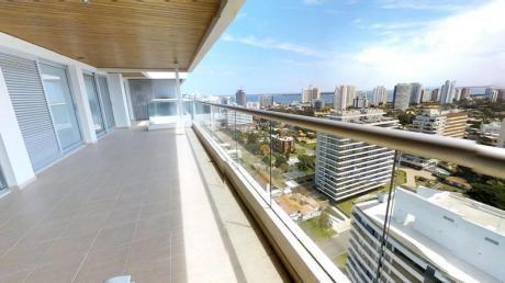 Apartamento De 2 Dormitorios En Icon Brava. ¡impactante Tamaño Y Vista!