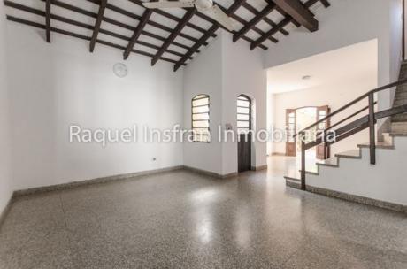 Vendo Casa En El Barrio De San Vicente De Asunción.