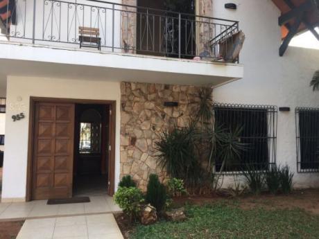 Vendo Hermosa Casa Sobre Calle López Moreira - Zona Shopping Del Sol