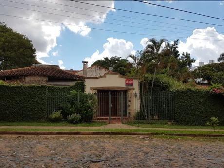 Vendo Casa En Esquina Sobre Asfalto En Barrio Herrera