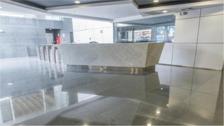 Oficina En Alquiler En San Isidro, De Estreno, Zona Comercial