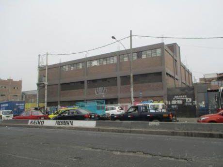 Local Comercial En Av Parinacochas Y Av Mexico. At.2,000 M2