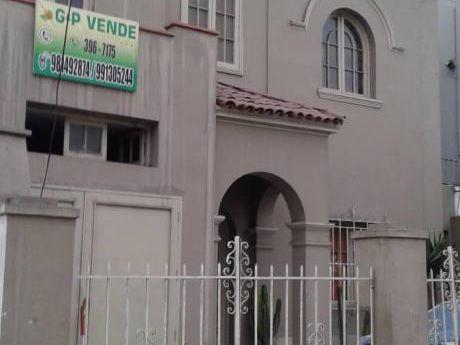 Venta De Casa Costado De Playa De Estacionamiento De Wong, Esquina Con 2 De Mayo
