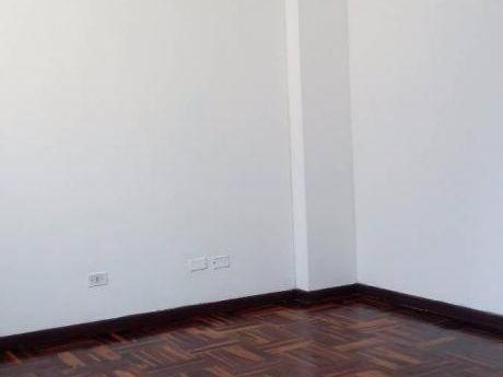 Alquilo Oficina En Excelente Ubicación Av La Paz Miraflores