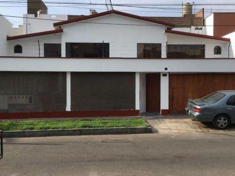Venta De Linda Casa En Cómoda Zona De La Molina