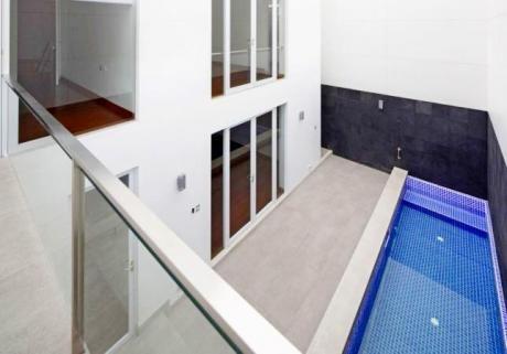 Venta San Isidro Casa Moderna, Urb. Country Club, Arquitectura A1, 3 Dorm.