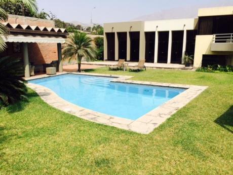 Hermosa Casa Con Amplios Jardines Y Piscina En Exclusiva Urb. La Planicie