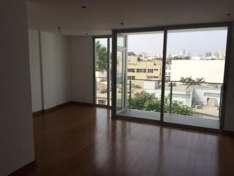 Exclusivo Flat En Buena Ubicación En San Isidro