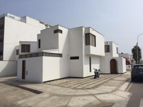 Bonita Y Comoda Casa De Playa En Exclusivo Balneario De Santa María.