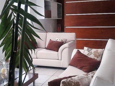 La Planicie, Casa De 4 Dorm., 2 Terrazas, Piscina, Y Gran Jardin