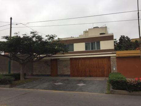 San Borja Vendo Linda Casa 2 Plantas Buena Ubicacion