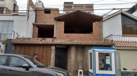 Casa A Medio Construir Como Terreno 250,000$ Cerca Centros Comerciales