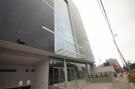 Vendo/alquilo Oficina De Estreno De 119 M2 En Centro Emp. Benavides, Miraflores