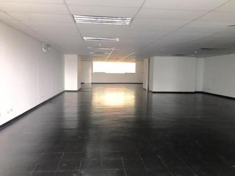 Alquilo Oficina Amplia 230.70 M2 Implementada En Barranco