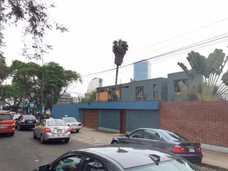 Casa En Esquina Av Aramburu Con Pablo Carriquirry. 600 M2. S. I