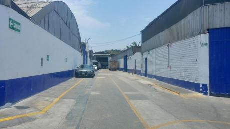 En Alquiler Local Industrial (almacen) (I - 1) De At.285.50 M2. Y Ac.316. 93 M2.