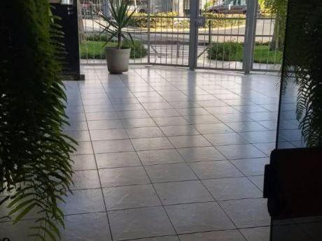 Jacinto Lara Frente A Parque (us$210,000)