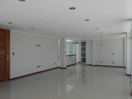 En Alquiler - Moderno Penthouse En Zona Exclusiva De Cayma