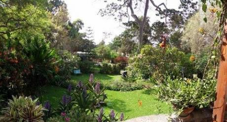 Linda Casa Rodeada De Jardines En Los Alamos - Surco