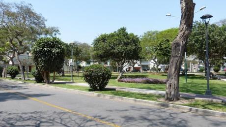 Preciosa Casa En Venta Frente A Parque San Isidro Super Ubicada