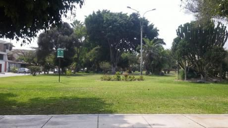 Excelente Ubicación Frente A Parque - Casa En Venta Urb. La Ensenada La Molina