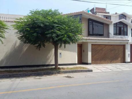 Casa En Venta - Urb Santa Patricia La Molina
