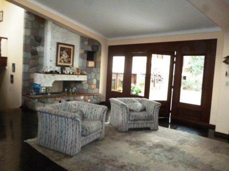 Casa En Condominio Seguro, 5 Dorm, 670 M2, Jardín Con Piscina