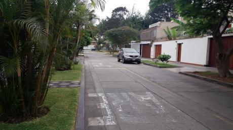 Surco - Tambo De Monterrico. Venta Del Primer Piso De Casa Para Remodelar