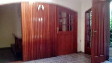 "Cuadras De La Universidad La Catolica"" Casa Enchapado Fino 3pisos"""