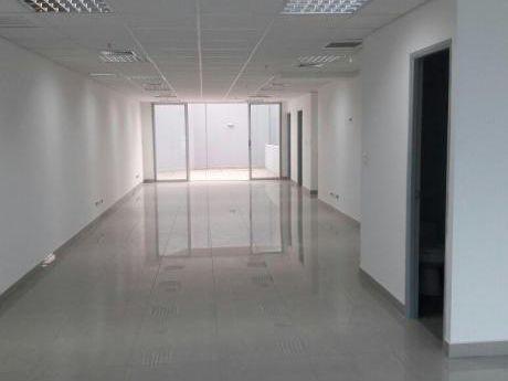 Alquilo Oficina Estreno Implementada Y Con A/C Vista A Calle.