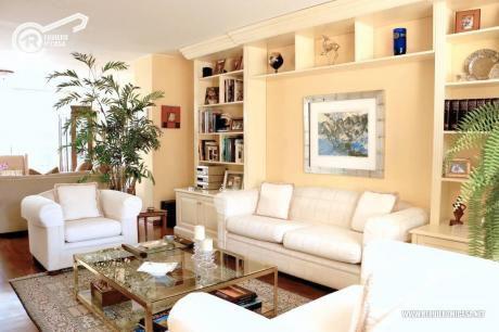 Bella Casa En Venta En Miraflores! Usos: Vivienda/oficina/CLínica
