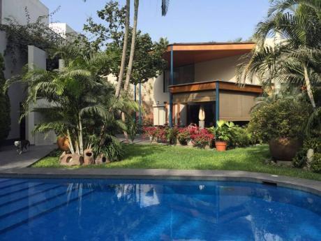 Casa De 4 Dorms En Calle La Conquista - Urb. El Derby, Surco