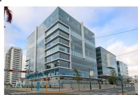 Oficina Implementada Centro Empresarial Juan De Arona
