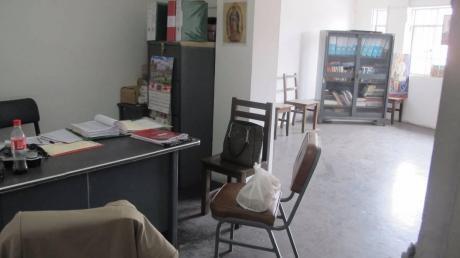 Oficina Muy Bien Ubicada, A Media Cuadra De Plaza Bolognesi