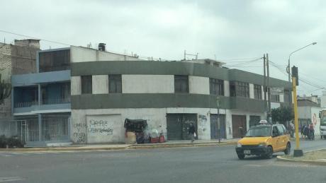 Vendo Local Comercial Esquina Av America Sur Y Av Gonzalez Prada En Trujillo