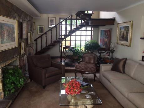 Impecable Casa De 2 Pisos En Venta Av Roca Y Boloña, Miraflores!
