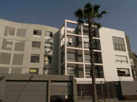 Amplio Duplex En Condominio Muy Tranquilo, Con Amplias áreas Comunes Y Jardines