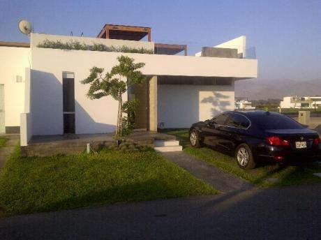 Linda Casa De Playa En El Condominio Puerto Madero