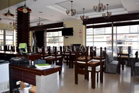 Alquiler De Amplio Local Amoblado Para Restaurante/bar Espaldas De Upao