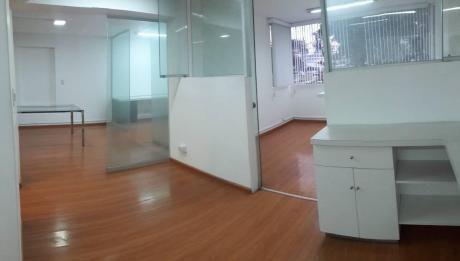 San Isidro - Oficina 67 M2 En Alquiler 2do Piso