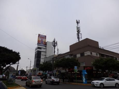 Se Vende Casa Como Terreno En Miraflores, Se Acepta Casa Pequeña Como Parte De Pago.